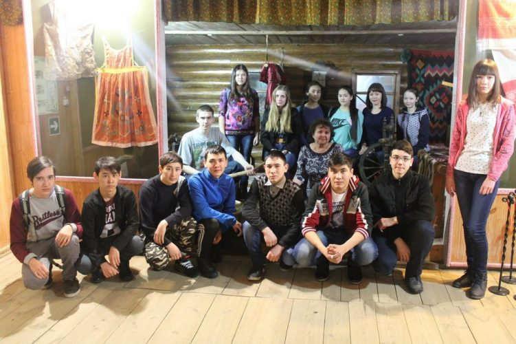 Участники акции -студенты колледжа строительства и сервиса